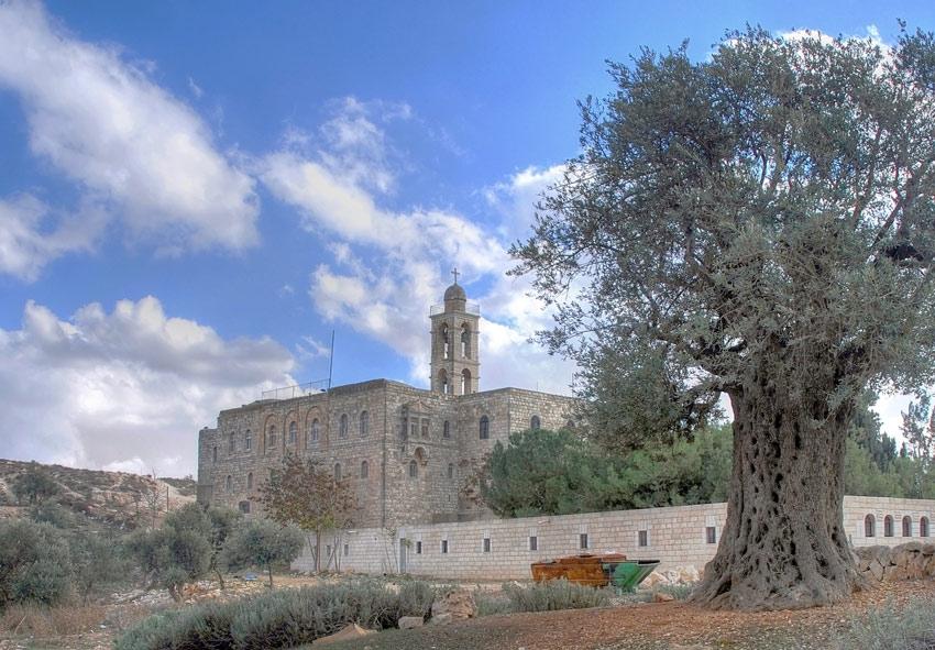 Прочие страны, Израиль, Иерусалим - Новый город. Монастырь Илии Пророка, фотография. общий вид в ландшафте, Общий вид с северо-запада.