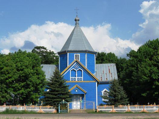 Беларусь, Брестская область, Ганцевичский район, Будча. Церковь Спаса Преображения, фотография. общий вид в ландшафте