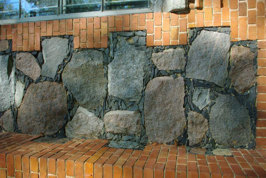 Латвия, Даугавпилсский край, г. Даугавпилс, Янюциемс (Фабианово). Церковь Георгия Победоносца, фотография. фасады, Часть стены церкви.