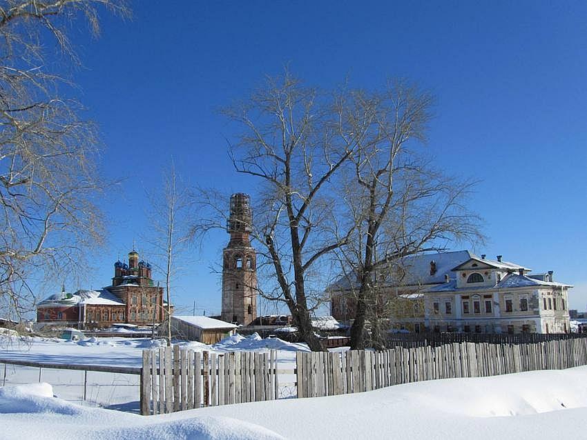 Пермский край, Усольский район, Усолье. Спасо-Преображенский женский монастырь, фотография. общий вид в ландшафте, вид с юго-запада