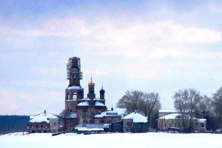 Пермский край, Усольский район, Усолье. Спасо-Преображенский женский монастырь, фотография. общий вид в ландшафте, вид с севера