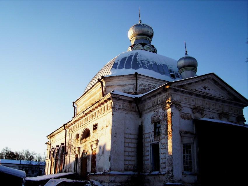 Пермский край, Карагайский район, Нердва. Церковь Василия Великого, фотография. общий вид в ландшафте