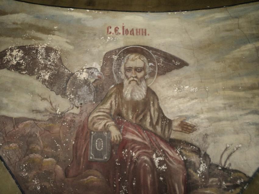 Пермский край, Карагайский район, Нердва. Церковь Василия Великого, фотография. общий вид в ландшафте, Фрески сохранившиеся под куполом