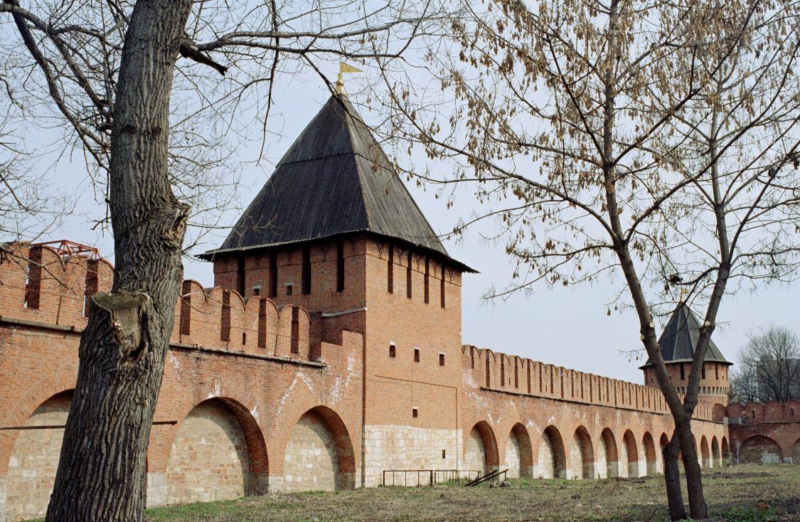 Тульская область, Тула, город, Тула. Кремль, фотография. фасады, Внутри стен до вырубки деревьев и установки фонарей