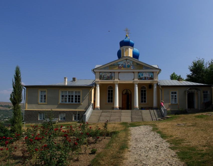 Молдова, Окницкий район, Каларашовка. Успенский женский монастырь, фотография. общий вид в ландшафте
