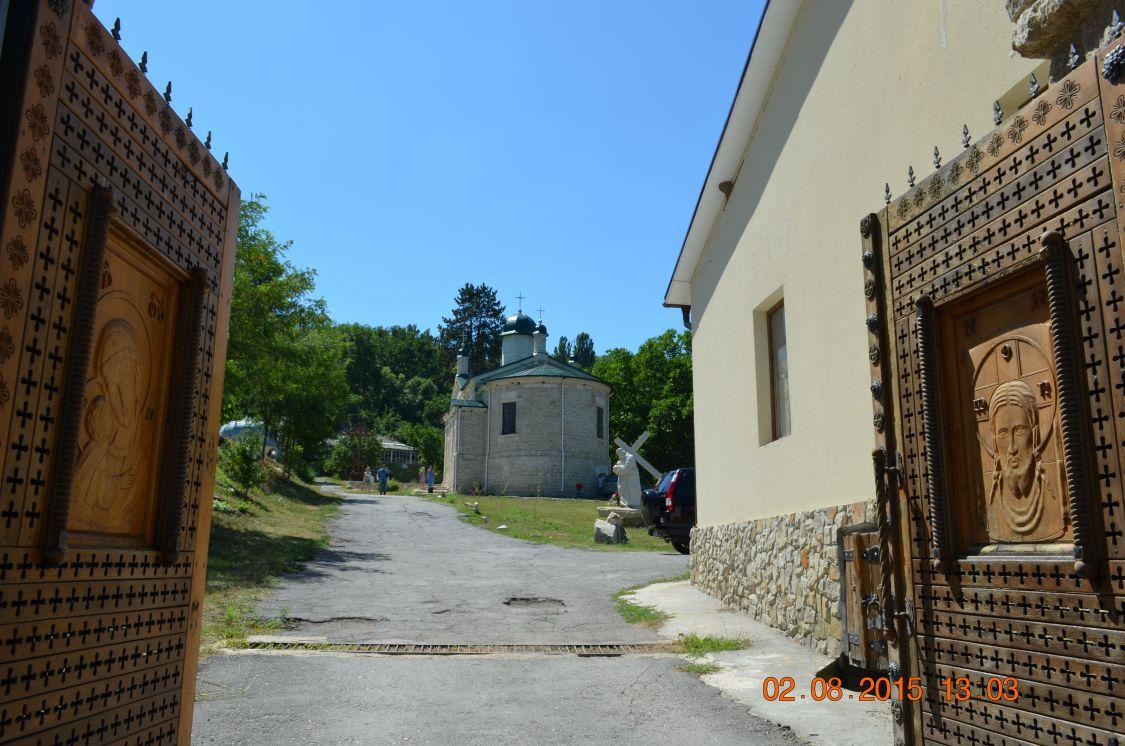Молдова, Кишинёв, Кондрица. Никольский мужской монастырь, фотография. фасады, Монастырские врата