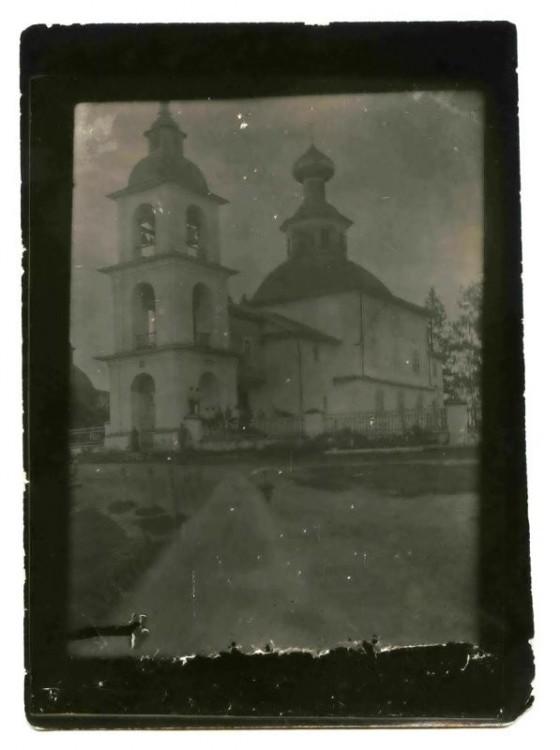 Церковь Собора Пресвятой Богородицы, Мостовая
