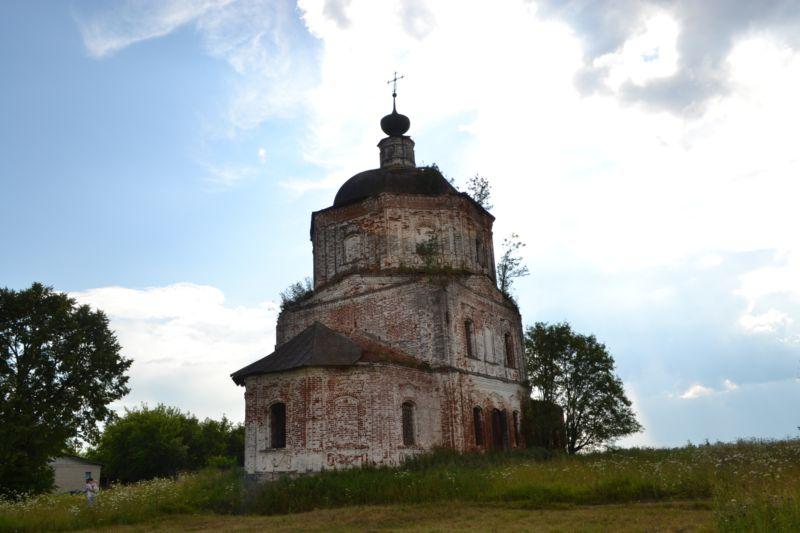 Ивановская область, Гаврилово-Посадский район, Лобцово. Церковь Димитрия Солунского, фотография. общий вид в ландшафте