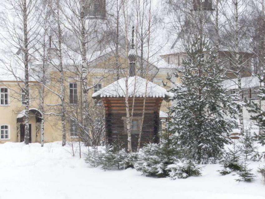 Вологодская область, Вологда, город, Прилуки. Спасо-Прилуцкий мужской монастырь. Неизвестная водосвятная часовня, фотография. общий вид в ландшафте, Вид с юга