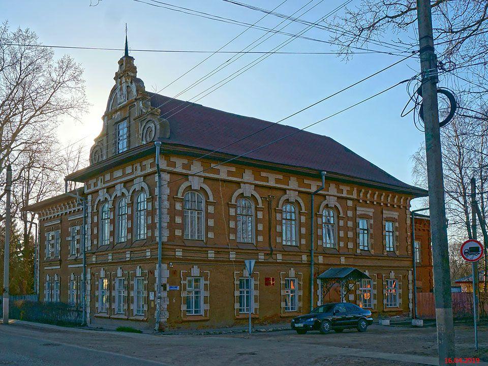 Церковь Феодора Стратилата и Параскевы Пятницы в Сергеевской богадельне, Бежецк