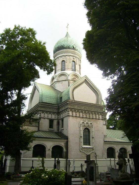 Польша, Мазовецкое воеводство, Варшава. Церковь Иоанна Лествичника, фотография. общий вид в ландшафте