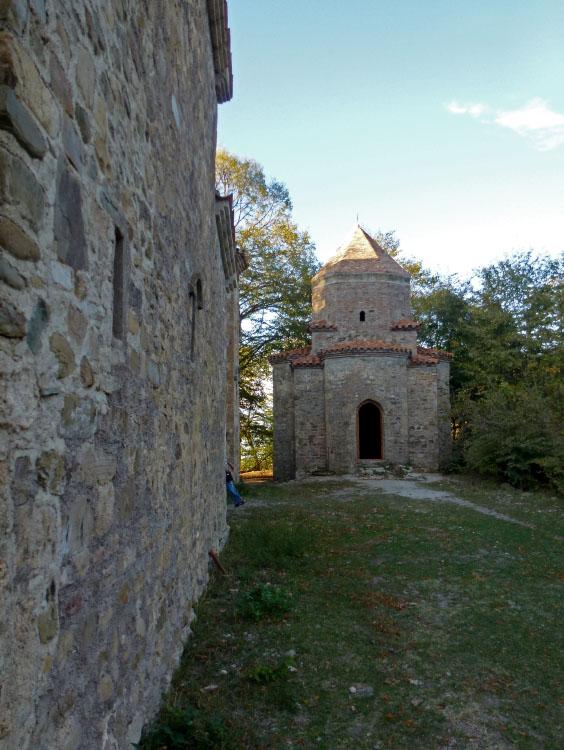Грузия, Кахетия, Старая Шуамта. Монастырь Дзвели Шуамта, фотография. фасады