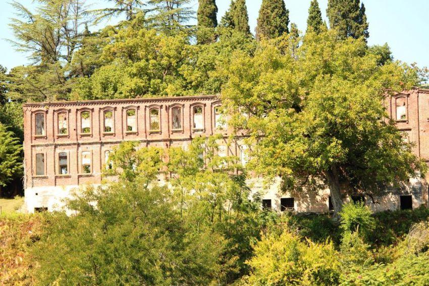 Прочие страны, Абхазия, Дранда. Успенско-Драндский монастырь, фотография. художественные фотографии, Сохранившийся братский корпус, вид с юга