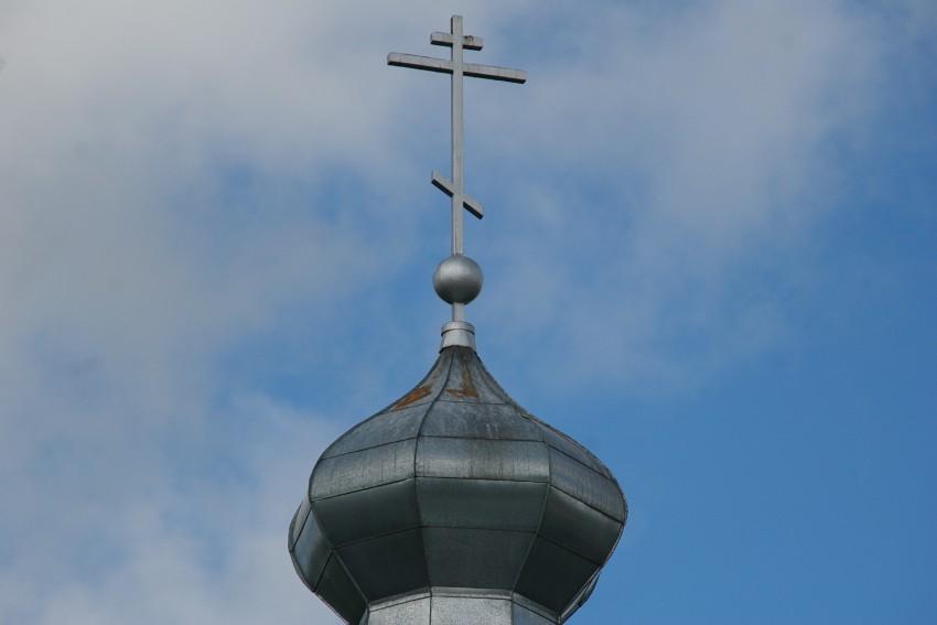 Латвия, Ливанский край, Ливаны. Неизвестная старообрядческая моленная, фотография. архитектурные детали, Крест на куполе.