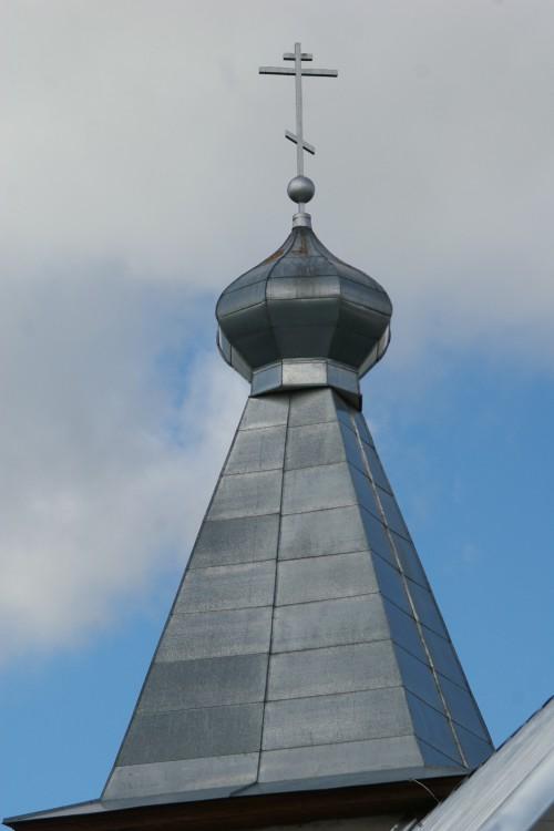 Латвия, Ливанский край, Ливаны. Неизвестная старообрядческая моленная, фотография. архитектурные детали, Крест на храме.