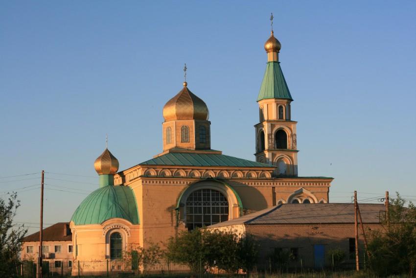 Волгоградская область, Светлоярский район, Дубовый Овраг. Церковь Никиты мученика, фотография. общий вид в ландшафте