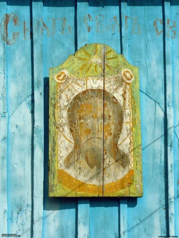 Беларусь, Брестская область, Столинский район, Велемичи. Церковь Илии Пророка, фотография. , деревянный образ на фасаде колокольни
