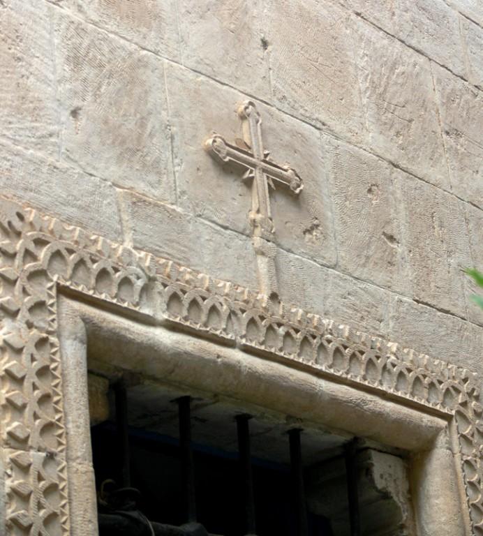 Кипр, Пафос, Пано Панагия. Монастырь Панагии Хрисороятиссы, фотография. архитектурные детали, Деталь декора окна апсиды