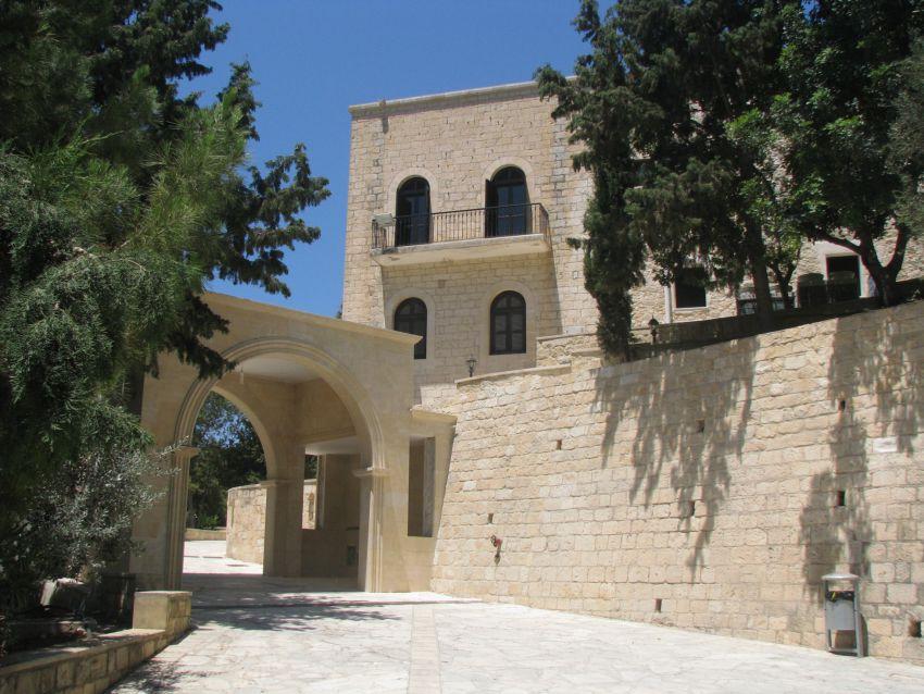 Кипр, Пафос, Тала. Монастырь Неофита Затворника, фотография. общий вид в ландшафте