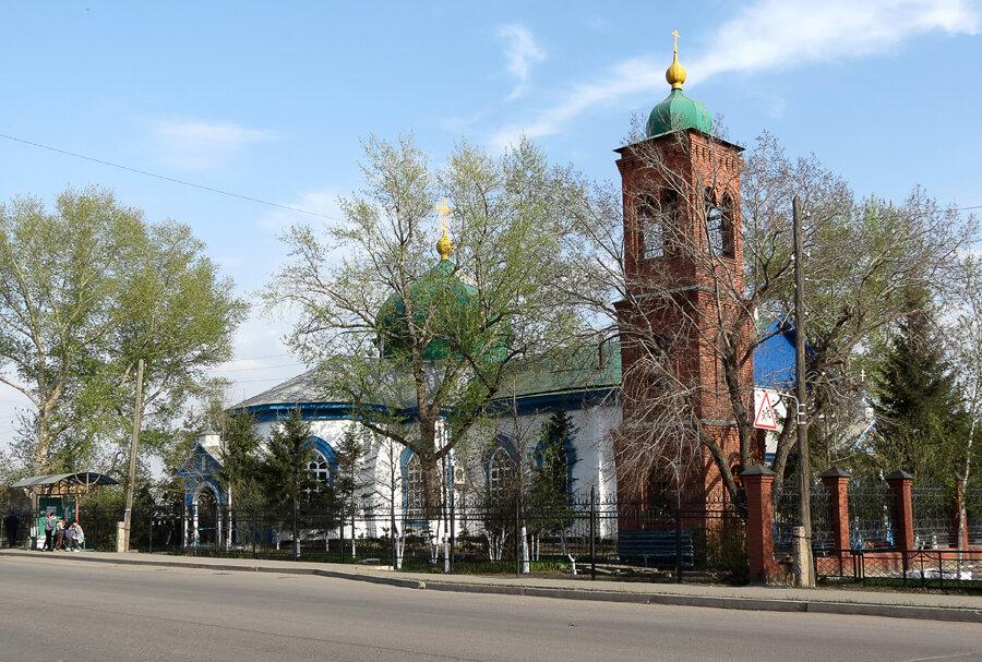 Казахстан, Акмолинская область, Кокшетау. Кафедральный собор Михаила Архангела, фотография. общий вид в ландшафте