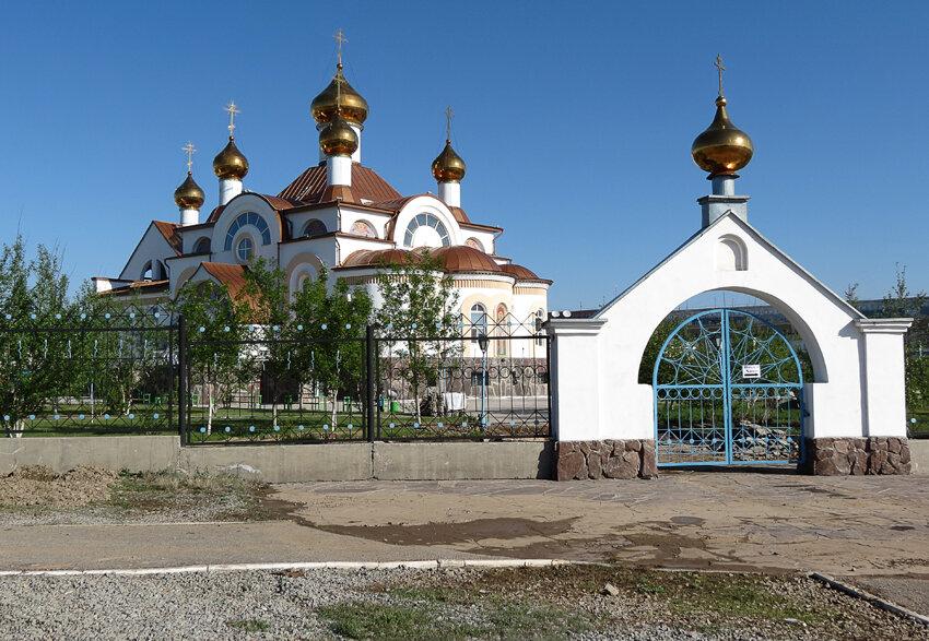 Казахстан, Карагандинская область, Сатпаев. Церковь Николая Чудотворца, фотография. общий вид в ландшафте