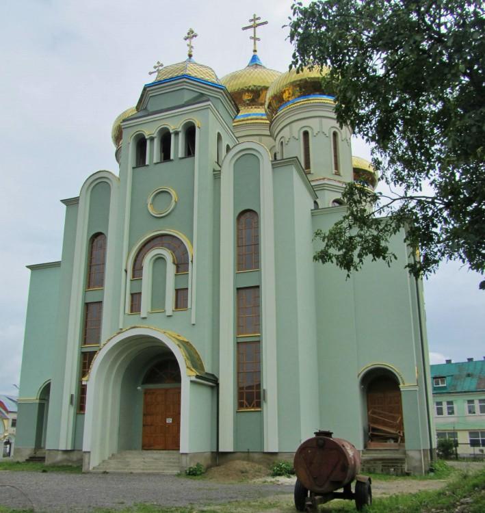 Украина, Закарпатская область, Хустский район, Хуст. Кафедральный собор Кирилла и Мефодия, фотография. фасады, северный фасад
