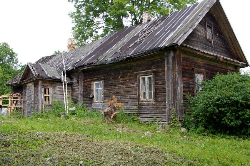 Латвия, Резекненский край, Речени. Неизвестная старообрядческая моленная, фотография. общий вид в ландшафте, Дом при церкви.