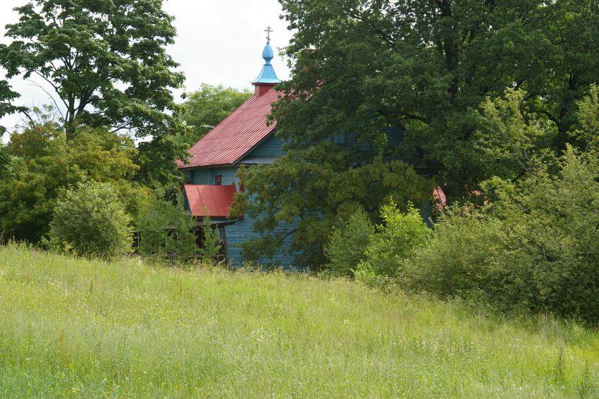 Латвия, Резекненский край, Речени. Неизвестная старообрядческая моленная, фотография. общий вид в ландшафте