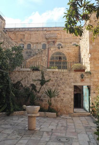 Прочие страны, Израиль, Иерусалим - Новый город. Монастырь Святого Креста, фотография. дополнительная информация, Монастырский дворик