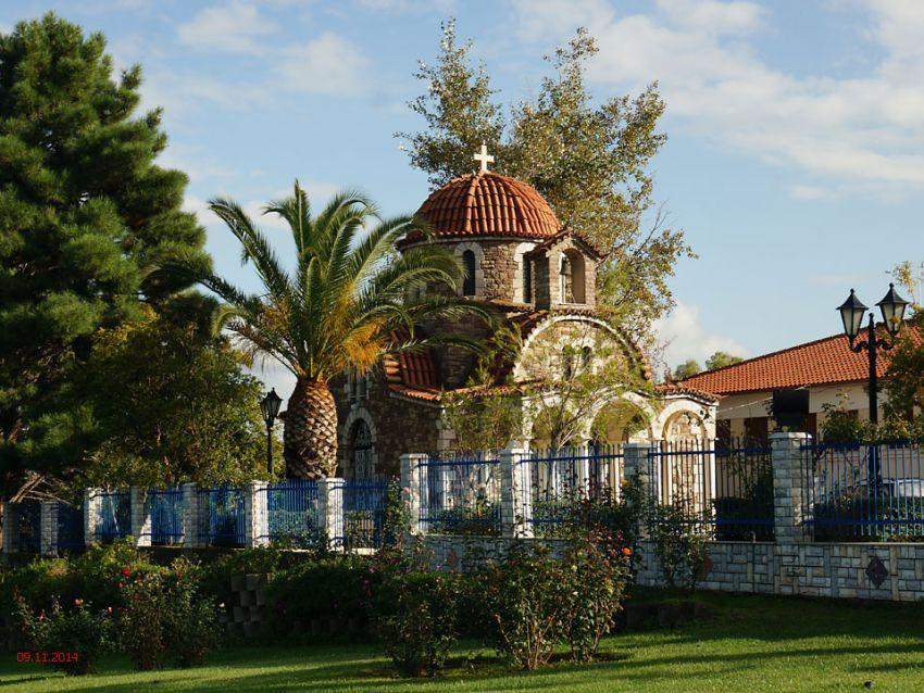 Греция, Пелопоннес (Πελοπόννησος), Магула. Церковь Пантелеимона Целителя, фотография. общий вид в ландшафте