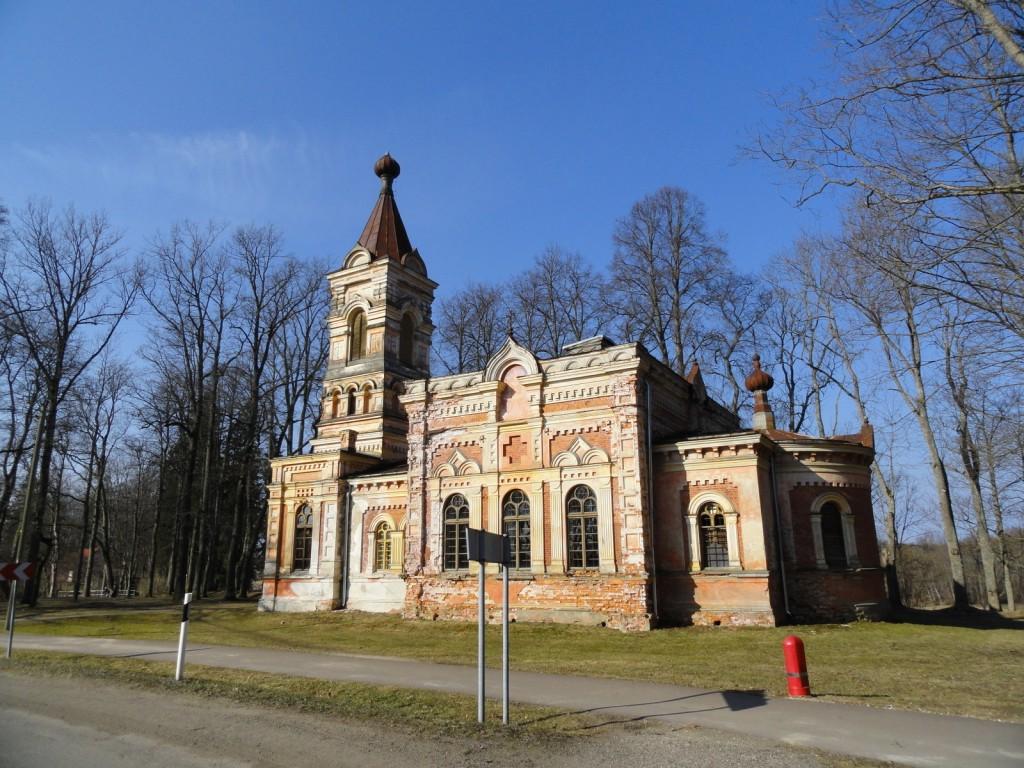 Эстония, Пярнумаа, Синди (Sindi). Церковь Богоявления Господня, фотография. общий вид в ландшафте