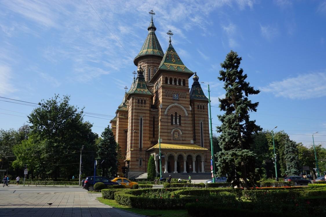 Румыния, Тимиш, Тимишоара. Кафедральный собор Трёх Святителей, фотография. фасады