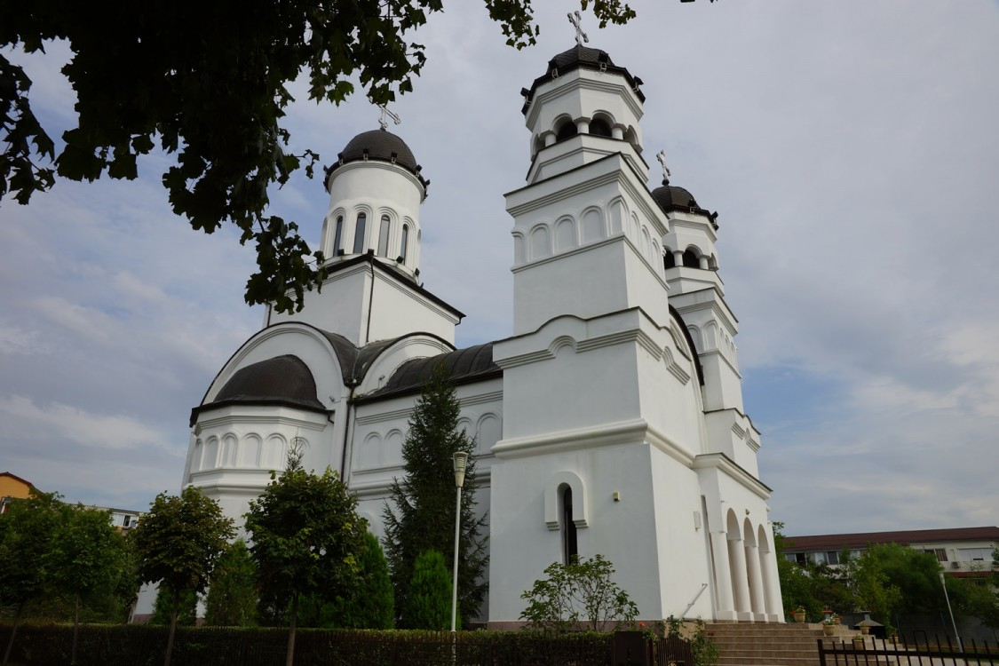 Румыния, Тимиш, Тимишоара. Церковь Успения Пресвятой Богородицы, фотография. фасады