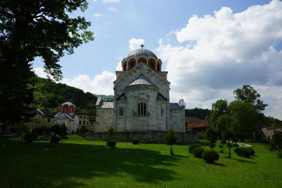 Сербия, Рашский округ, Брезова. Студеницкий Успенский монастырь, фотография. общий вид в ландшафте