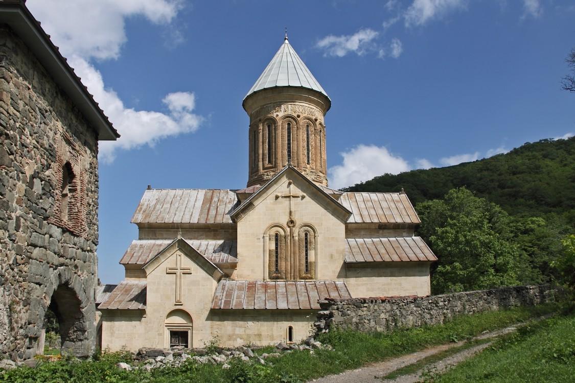 Грузия, Шида-Картли, Кватахеви. Успенский монастырь, фотография. фасады