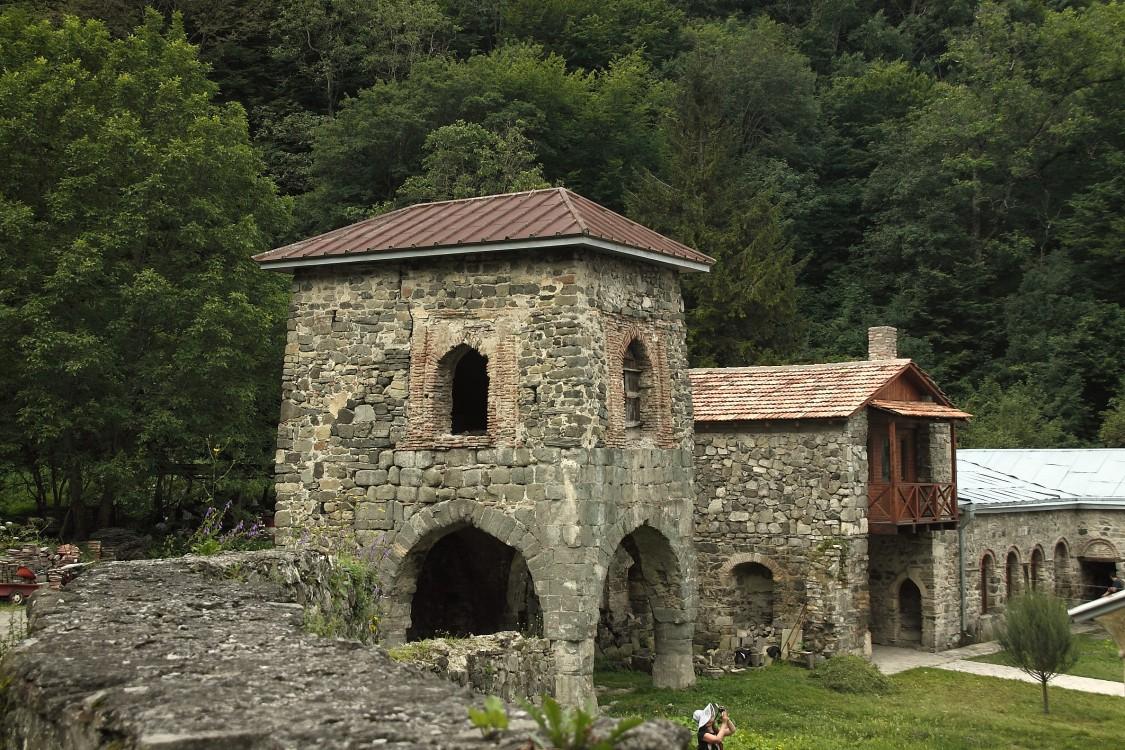 Успенский монастырь, Кватахеви