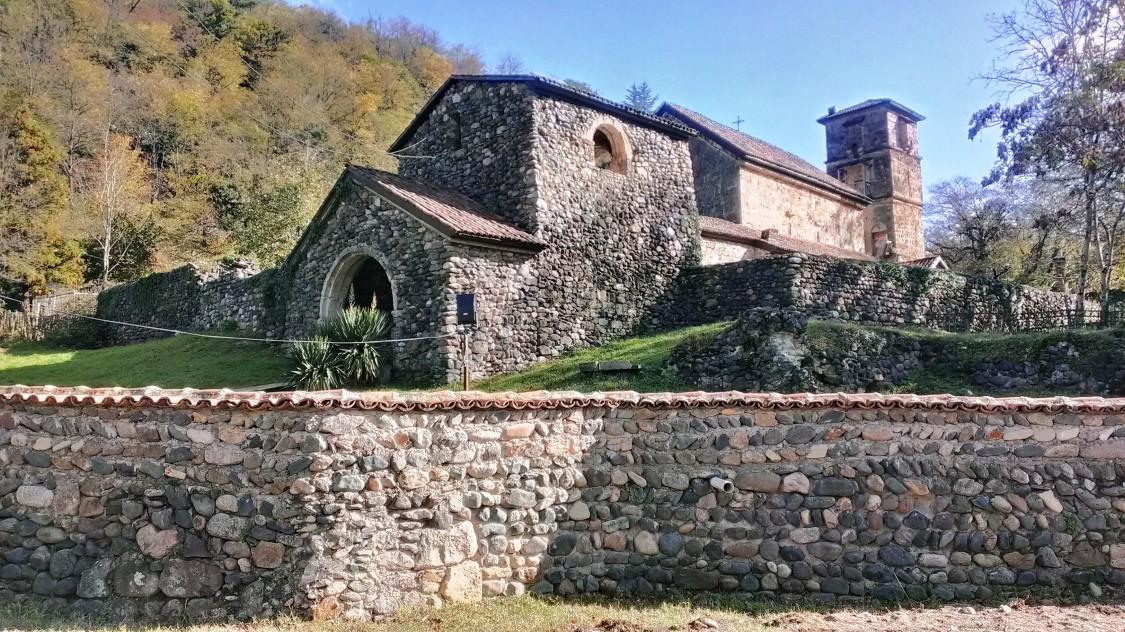 Грузия, Имеретия, Убиси. Георгиевский монастырь, фотография. фасады