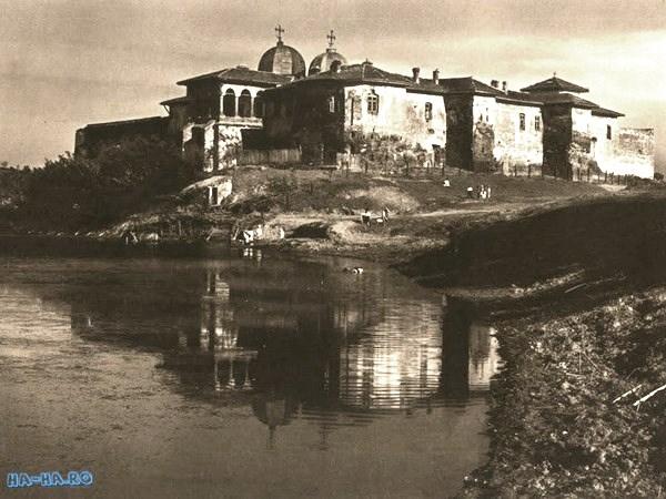 Румыния, Джурджу, Комана. Монастырь Комана, фотография. архивная фотография, Фото с сайта http://wikimapia.org/81502/Manastirea-Comana