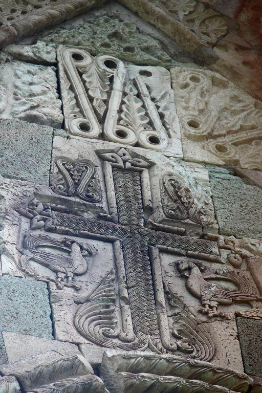 Грузия, Шида-Картли, Цинарехи. Церковь Вифлеемской иконы Божией Матери, фотография. архитектурные детали, рельеф на западном фасаде