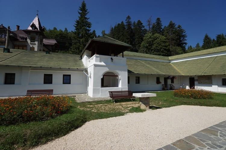Монастырь Синая, Синая