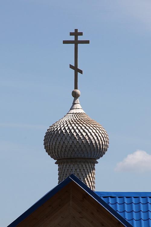 Челябинская область, Кыштым, город, Кыштым. Неизвестная часовня, фотография. архитектурные детали, Новенький купол из осинового лемеха
