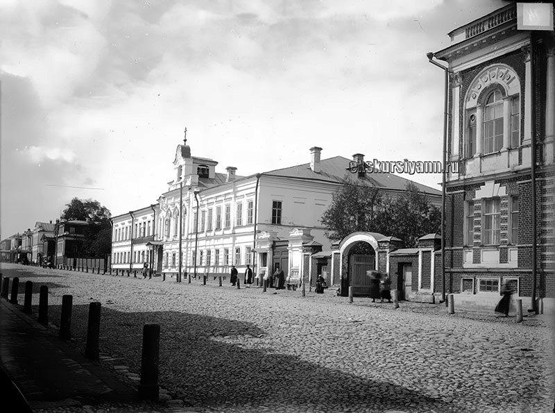 Церковь Трех Святителей при Николаевско-Мининской богадельне, Нижний Новгород