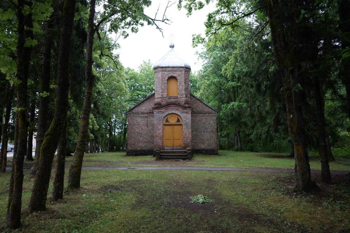 Эстония, Сааремаа, Пярсама. Церковь Иннокентия, епископа Иркутского, фотография. общий вид в ландшафте