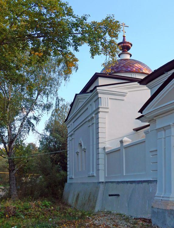 Калужская область, Малоярославецкий район, Малоярославец. Церковь Спиридона Тримифунтского, фотография. фасады