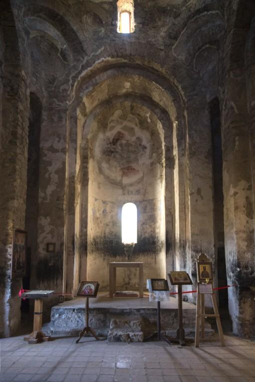 Грузия, Кахетия, Старая Шуамта. Монастырь Дзвели Шуамта. Большая купольная церковь, фотография. интерьер и убранство