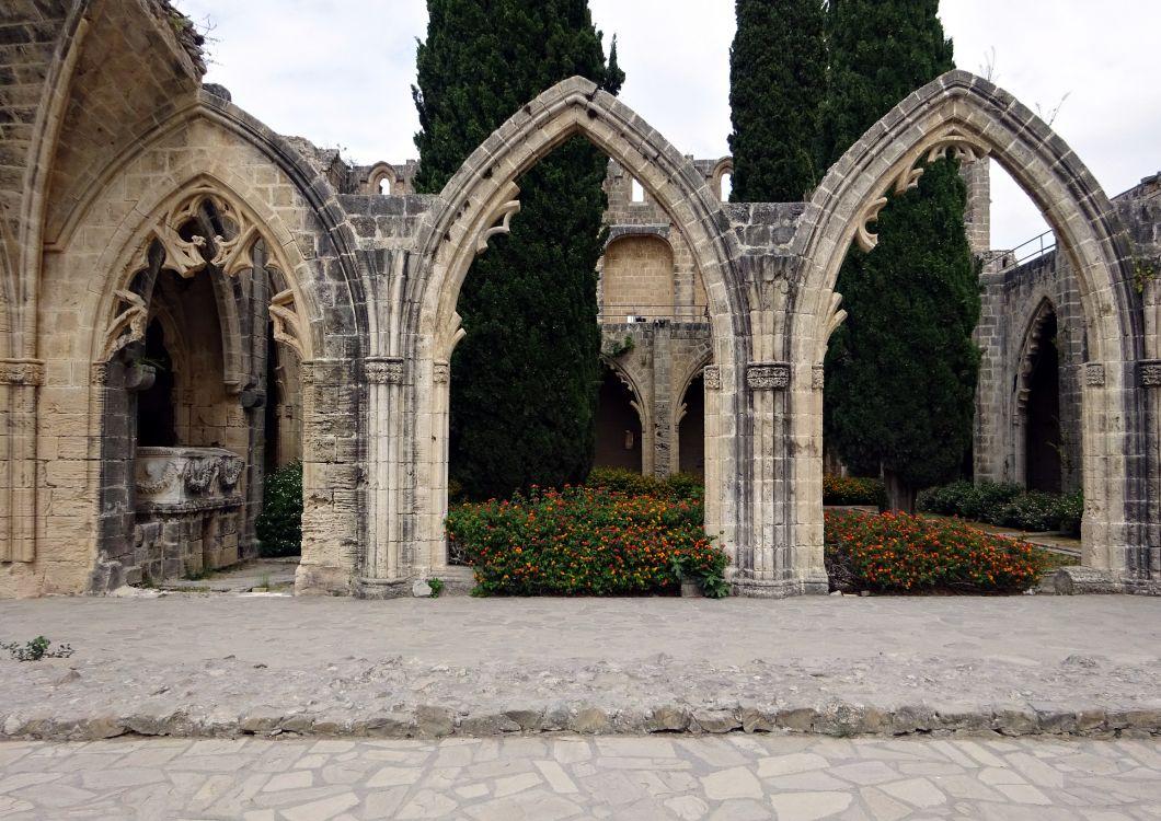 Кипр, Гирне (Кирения), Беллапаис. Церковь Покрова Пресвятой Богородицы, фотография. фасады