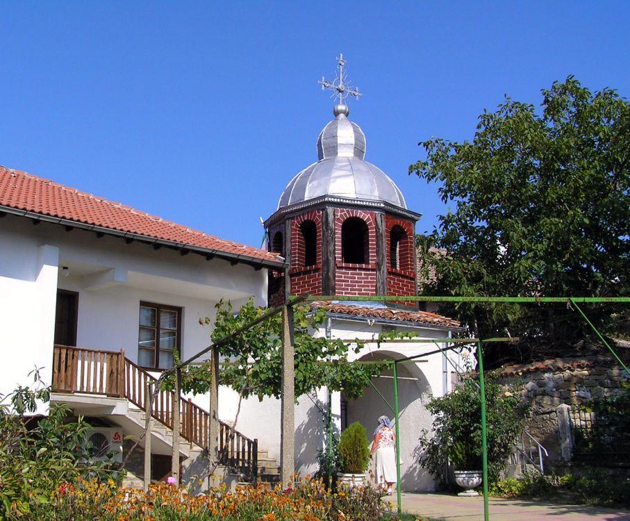 Болгария, Великотырновская область, Арбанаси. Арбанашский Успенский монастырь, фотография. общий вид в ландшафте