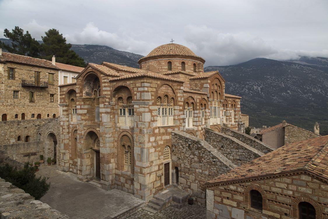 Греция, Западная Греция, Осиос Лукас. Монастырь Луки Елладского. Собор Луки Елладского (Стириота), фотография. фасады, вид с юго-запада