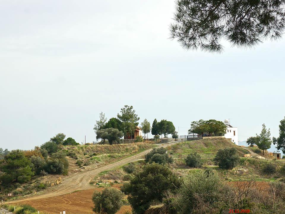 Кипр, Никосия, Лифродонтас. Монастырь Димитрия Солунского, фотография. общий вид в ландшафте