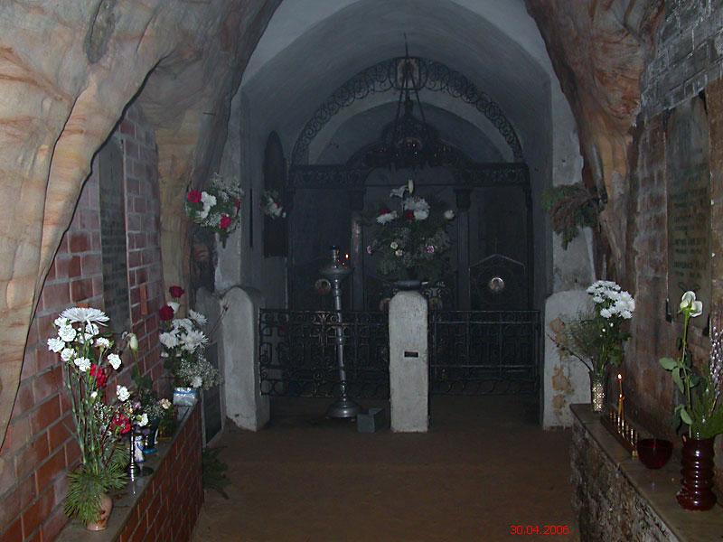 Успенский Псково-Печерский монастырь. Пещерная церковь Воскресения Словущего, Печоры